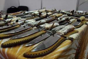 Боевое ручное стрелковое и холодное оружие